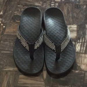 Vionic Black Thong Sandals